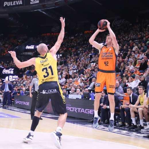 @valenciabasket 🆚 @iberostar_tenerife #baloncesto #ligaendesa #acb #basketball #basket #ball #me #baller #hoop #balling #sports #sport #court #net #rim #backboard #instagood #game #photooftheday #active #pass #throw #shoot #instaballer #instaball #jump #nba #bball